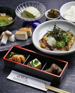 豆腐と吉野産きのこの御膳