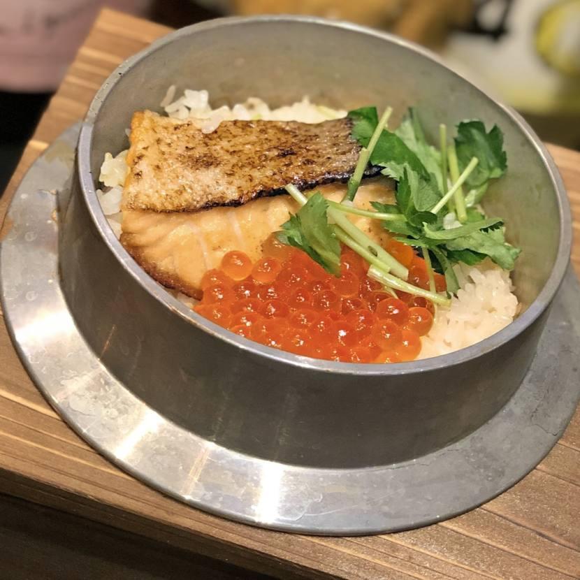 焼鮭とイクラの釜飯